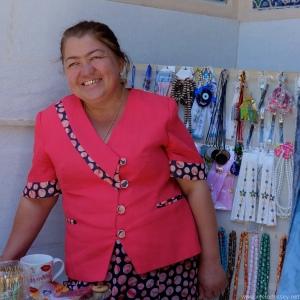 Lady-with-gold-teeth-uzbekistan