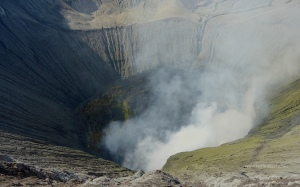 close-up-of-the-caldera-mt-bromo-java-indonesia