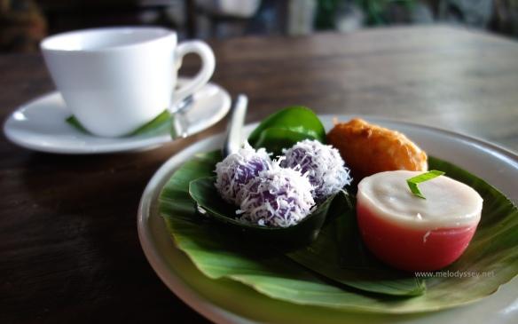 afternoon-tea-tutu-hotel-java-indonesia