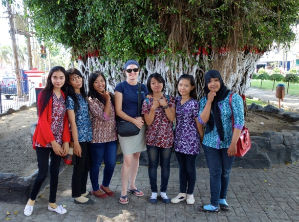 girls-in-blitar-indonesia-striking-a-pose-with-the-white-girl